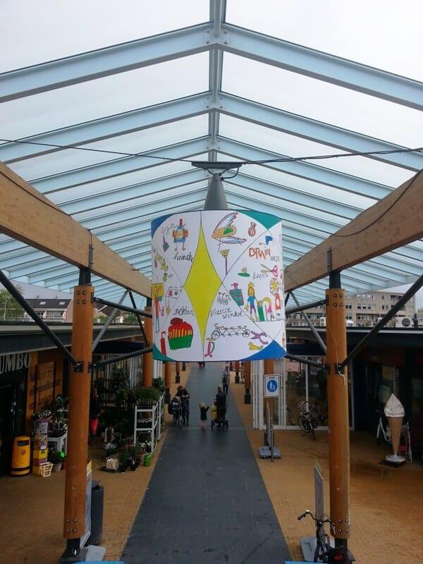 penpaints-Zon op Zuid- Lampekappen in winkelcentrum Elderveld1- Arnhem2013
