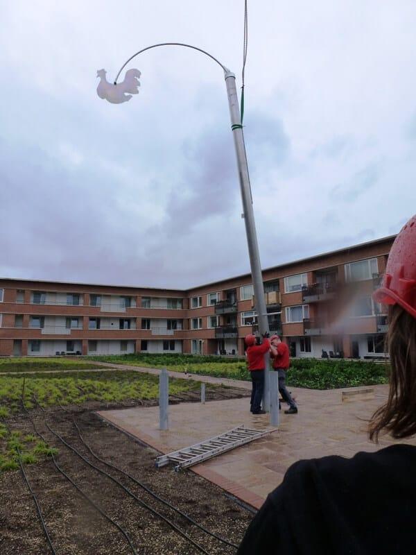 penpaints-plaatsing Kinetisch metalen sculptuur 'Zuidhaan'1-Apd2011.