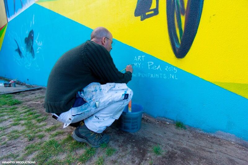 Signeren muurschildering Stationsstraat, Apdeldoorn